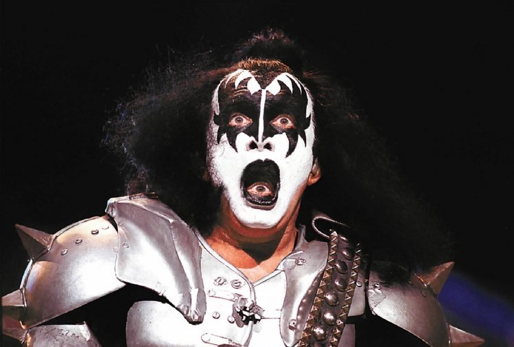 gene-simmons-eye-mouth-36951